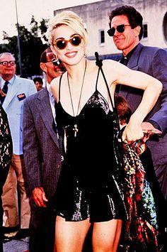 Dick tracy premiere with warren beatty wallpaper in The Madonna Club Divas, Blond, Madonna Photos, Warren Beatty, Velvet Slip Dress, Vogue Beauty, Pop Singers, Interesting Faces, Material Girls