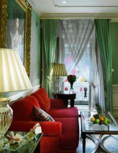 Die Junior Suiten, wie hier die Junior Suite Julia, sind etwa 50 bis 60 Quadratmetern groß. Pro Nacht zahlt hier der Gast ab 710 Euro.