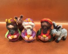 Artículos similares a Needle Felted- ESSENTIAL Nativity set- Holy family- Blue Holy family-Mary and Joseph-Wise men-Waldorf- Ornament- Baby Jesus-Christmas en Etsy Christmas Jesus, Baby Ornaments, Needle Felted, Felt Baby, Baby Jesus, Lana, Nativity, Wise Men, Holy Family
