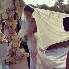 love this weddingdress