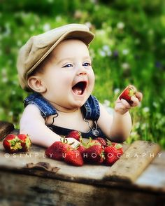 Country Kids and Childhood Joys - strawberries ! Cool Baby, Baby Kind, Baby Love, Precious Children, Beautiful Children, Beautiful Babies, Cute Children, Little People, Little Boys