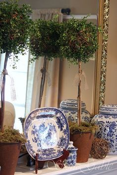 Love, love, love blue, white, gold and greenery.  Totally my style.
