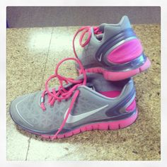 com site full of off! for people who burn through shoes .or who just want them in every color! Nike Shoes, Sneakers Nike, Sporty Girls, Pink Nikes, Running Workouts, Cheap Shoes, Shoes Outlet, Sports Shoes, Nike Free