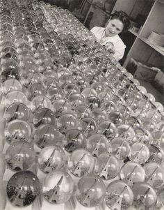 """Paris 1949 """"La Tour en Boule"""" Robert Doisneau"""