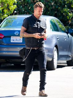 Star Tracks: Wednesday, August 6, 2014 | INCOMING MESSAGE | He's got textual instincts! David Beckham holds tight to his cell Tuesday in Venice, California.