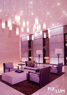 Beim Besuch eines Restaurants macht erst die Lichtgestaltung den Abend zu einem Erlebnis und weckt die Neugier der Gäste. LED Sternenhimmel sind in der Gastronomie immer ein besonderer Hingucker. Ob in Restaurant, Bar, Disco oder im Club. Selbst an der Decke einer Pizzeria, oder der Wand eines Eissalons verzaubert ein PIXLUM Sternenhimmel die Gäste. Die PixLUM Hängeleuchten erweitern Ihre Gestaltungsmöglichkeiten und können z.B. über der Theke oder über den einzelnen Tischen platziert…