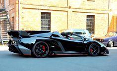 <p>Lamborghini Veneno Roadster : 1ère livraison WOW ! C'est finalement fait ! La première Lamborghini Veneno Roadster a été livrée à son propriétaire européen ( allemand, de Francfort ) il y'a quelques jours par le groupe Dörr( Dörr Group). Quel chanceux! Rappelons qu'il n'y aura que 9 exemplaires en production …</p>