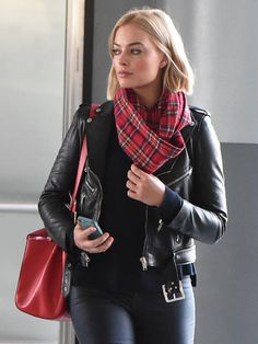All The Times Margot Robbie Has Aced It On The Red Carpet – Celebrities Female Margot Robbie Style, Margo Robbie, Margot Elise Robbie, Actress Margot Robbie, Margot Robbie Harley Quinn, Cute Date Outfits, Trendy Outfits, Naomi Lapaglia, Layering Outfits