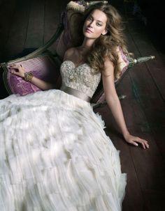Mother of the Bride - Blog de Casamento e Dicas de Casamento para Noivas - Por Cristina Nudelman: Comprando o seu vestido de noiva em Miami   http://www.motherofthebride.com.br/2011/04/comprando-o-seu-vestido-de-noiva-em.html#.UxoSC6U8hQo