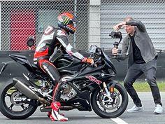 Magic Micheal tijdens opnames voor de nieuwe MotorGP game voor de Xbox op de BMW S1000RR. Bmw S1000rr, Isle Of Man, Motogp, Motocross, Xbox, Van, Motorcycle, Vehicles, Dirt Biking