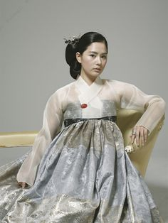 Traditional #korean #wedding #dress but more modern #Hairstyle without the beautiful accessories and headpieces