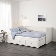 IKEA Hemnes day bed frame with three drawers. Can be a single day bed or a king size bed when opened out.Condition is Used. Cama Ikea Hemnes, Painted Beds, Painted Drawers, Lit Banquette 2 Places, Hemnes Day Bed, Sofa Cama Individual, Day Bed Frame, Twin Bed Frames