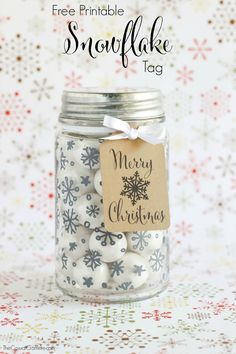 Free Printable Snowflake Tag - a great gift idea for neighbors, teachers, co-workers, family, and friends. Just add one of these cute tags to any present!