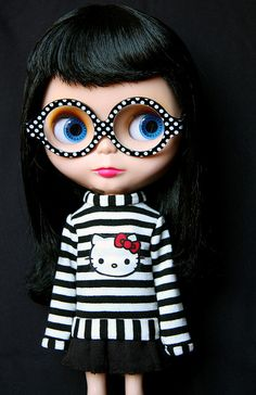 look at those glasses! @Wesley Piper Hodges  This doll should be named Piper!