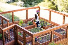 7 Peaceful Clever Ideas: Backyard Garden Beds Dry Creek backyard garden design to get.Backyard Garden Fence How To Make beautiful backyard garden design. Making Raised Garden Beds, Building A Raised Garden, Raised Beds, Raised Gardens, Small Gardens, Raised Garden Bed Design, Diy Fence, Fence Ideas, Pallet Fence