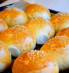 Chifle cu susan – IONEL TARNOVESKI Cooking Bread, Romanian Food, Hamburger, Foodies, Food And Drink, Ice Cream, Breads, Recipe, No Churn Ice Cream