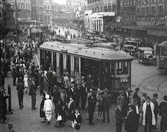 A clip demonstrating the relationship between the growing city population of Sydney in the 1920s and the public transport system. (ACHHK061)