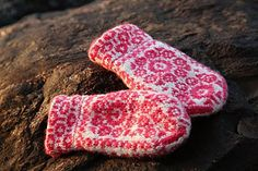 Ravelry: frostylily's Mittens for Kreetta