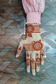 Floral Henna Designs, Back Hand Mehndi Designs, Latest Bridal Mehndi Designs, Full Hand Mehndi Designs, Mehndi Designs For Girls, Henna Art Designs, Mehndi Designs For Beginners, Wedding Mehndi Designs, Stylish Mehndi Designs