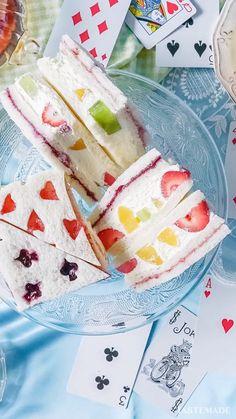 Best Food 【不思議の国の】トランプサンド♤♡♢♧ by tastemade. Desserts Japonais, Tea Party Sandwiches, Fruit Sandwich, Food Art For Kids, Snack Recipes, Dessert Recipes, Tasty Videos, Cafe Food, Aesthetic Food