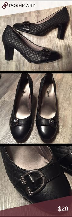 "Life Stride Black Quilted Pump Heel 8 1/2 Life Stride Quilted thick pump in a 3"" Heel. Black Quilted design with a buckle accent. Size 8.5.  Size 8 1/2.  Traction sole provides you with extra stability. Excellent condition Life Stride Shoes Heels"