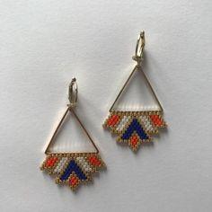 Boucles d'oreilles tissées à la main nécessitant plusieurs heures de travail. Perles japonaises en verre Miyuki Delica 11/0 Couleurs : orange, bleu, blanc et doré Possibil - 20825378