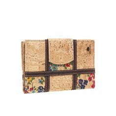 Vegan Cork Coin Purse. Checkered pattern, contrasting in color. Eco-friendly, durable and made in Portugal with Portuguese cork. Montado – Cork Fashion.