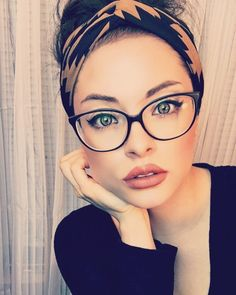 Your beauty and love chase after me everyday of my life. 💛 🙌🏼 - Glasses Your beauty and love chase after me everyday of my life. 💛 🙌🏼 - Glasses,Glases celebrities women inspiration gadot frames for women Glasses For Round Faces, Glasses For Your Face Shape, Girls With Glasses, Fashion Eye Glasses, Cat Eye Glasses, Makeup With Glasses, Cool Winter, Womens Glasses Frames, Big Glasses Frames