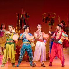 People paying to watch other people sing and dance. Aladdin Musical Broadway, Aladdin Theater, Broadway Costumes, Theatre Costumes, Broadway Theatre, Musical Theatre, Musicals Broadway, Theatre Geek, Vestidos