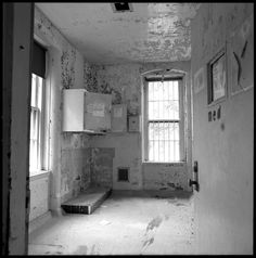 Roger Farrington | DANVERS STATE HOSPITAL Not sure what this room was used for but it doesn't look pleasant!