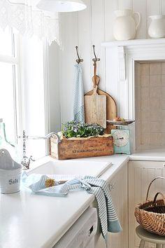 Nice 45 Cool Scandinavian Kitchen Design Ideas. More at https://decoomo.com/2018/04/07/45-cool-scandinavian-kitchen-design-ideas/
