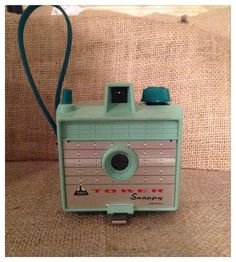Vintage Tower Snappy Camera - Mint Green 620 Box Camera door CreativePlaces op Etsy https://www.etsy.com/nl/listing/193995364/vintage-tower-snappy-camera-mint-green