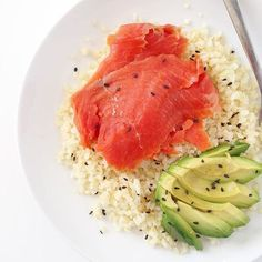 www.sizzlefish.com  Sometimes simple is the most delicious! @fitchick428 topped caulircie with our smoked salmon, avocado, and a few sesame seeds! Yum!👌 _ Head to our website: www.sizzlefish.com to order your perfectly portioned fish and shellfish today! Don't forge
