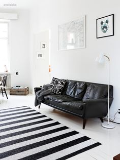 Black Color Modern Style Leather Sleeper Sofas Design Among Long Shaped Style Suitable as Minimalist Or Small Home Interior Living Room Interior, Home Living Room, Home Interior Design, Living Spaces, Interior Decorating, Vintage Leather Sofa, Best Leather Sofa, Sofa Deals, Vintage Apartment
