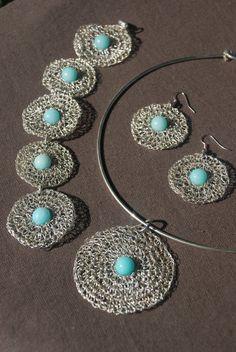 Ideas Crochet Jewelry Pendant For 2019 Textile Jewelry, Fabric Jewelry, Wire Jewelry, Jewelry Crafts, Beaded Jewelry, Handmade Jewelry, Jewellery, Kumihimo Bracelet, Crochet Bracelet
