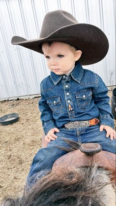 Little cowboy, cowboy and cowgirl, cowboy hats, cute outfits for kids, cute Toddler Boy Outfits, Cute Outfits For Kids, Cute Kids, Cute Babies, Baby Kids, Country Kids Photography, Cute Country Boys, Country Babies, Western Baby Clothes