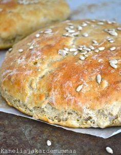Auringonkukkaleipä | Kanelia ja kardemummaa Finnish Recipes, Savory Pastry, Bread Board, Daily Bread, Sweet And Salty, Bread Baking, Baked Goods, Food To Make, Cake Recipes