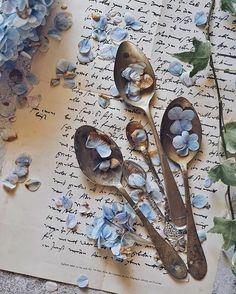 "vintagestoriesandstyle: ""Old letters in vintage decor. Vintage Vases, Vintage Decor, Blue Hydrangea, Blue Flowers, Old Letters, Ivy House, Floral Letters, Country Blue, Romantic Cottage"