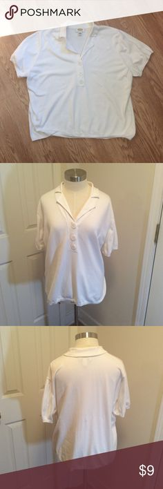 Talbots Woman's 3x short sleeve top Talbots women's 3x short sleeve white top, kind of like a light sweater material...76% cotton, 21% nylon and 3% spandex.  Gently loved still has lots of life and it small piling under arms. Questions??? Please ask Talbots Tops Blouses