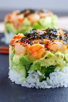 Spicy shrimp sushi stacks with layers of sushi rice, cucumbers and avocado in addition to the spicy shrimp! INGREDIENTS FOR THE SUSHI RI. Seafood Appetizers, Appetizer Recipes, Seafood Meals, Sushi Vegan, Sushi Sushi, Sushi Chef, Sushi Stacks Recipe, Easy Dinner Recipes, Easy Meals