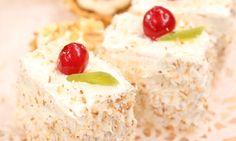 Słodkie zamieszanie: Mini torciki kokosowo-ananasowe