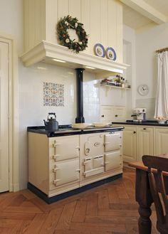 Range Cooker And Hood Range Cookers With Induction Hob Kitchen Mantle, Aga Kitchen, Kitchen Tiles, Kitchen Dining, Aga Cooker, Cooker Hoods, Aga Stove, Aga Range, Cottage Kitchens