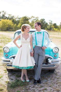 If you're looking for an unconventional wedding dress, colored tea-length wedding dresses would be your faves. Look at the ideas below to find the best dress for your vintage wedding. Tea Length Wedding Dress, Tea Length Dresses, Colored Wedding Dresses, Rockabilly Wedding Dresses, Vestidos Vintage Retro, Retro Vintage Dresses, Unique Weddings, Retro Weddings, Cowboy Weddings