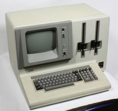 IBM Personal Computer Model 5110-3 (~1970). Alter Computer, Top Computer, Computer Science, Technology Gadgets, Science And Technology, Tech Gadgets, Cassette Vhs, Future Gadgets, Business Software