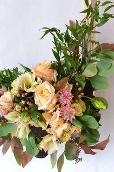 Photobooth in Blush und Burgundy selber machen – Elegante Hochzeit Teil 3   Blumigo Diy Wedding Garland, Floral Wedding Decorations, Flower Decorations, Picture Frame Arrangements, Floral Arrangements, Diy Flowers, Wedding Flowers, Flower Archway, Event Decor