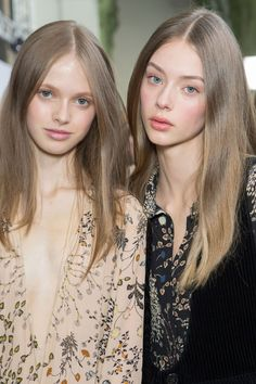 Avery Blanchard & Lauren de Graaf at Chloé FW 2015 Blonde Light Brown Hair, Blonde Grise, Elite Model, Gorgeous Hair Color, Peinados Pin Up, Natural Hair Styles, Long Hair Styles, Face Hair, Hair Looks