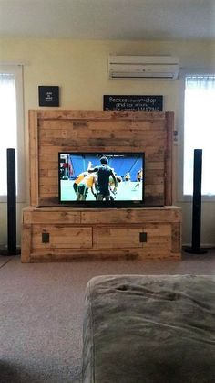 To reclaim the pallet wood is one of the most creative things and with this splendid art you can really make the wonders happen. Some...