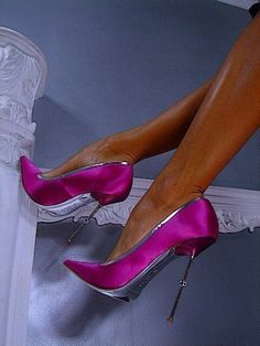 Cute shoes is everything and timeless. Make you feel gorgeous, more confident and elegant. Your perfect shoes it can be hottest pumps, booties, or stilettos. Pretty Shoes, Beautiful Shoes, Cute Shoes, Me Too Shoes, Talons Sexy, Killer Heels, Hot Heels, Sexy Heels, Pink Shoes