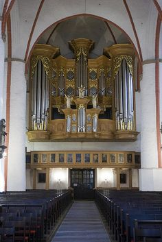 Arp Schnitger organ, Jacobikirche, Hamburg. Mostly original pipe work, new case after WWII. Bach was almost organist at this church.