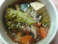 Mit diesem Rezept habt ihr eine weitere Möglichkeit alternativ gegen eine Erkältung vorzugehen. Doch auch aus reinem Genuss macht sie die Suppe sehr gut im Magen. Mit freundlicher Genehmigung von: ...